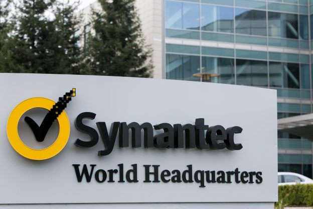 達志影像不得重複使用!!! A logo sign outside of the headquarters of the Symantec Corporation in Mountain View, California on January 24, 2016. Photo by Kristoffer Tripplaar *** Please Use Credit from Credit Field ***