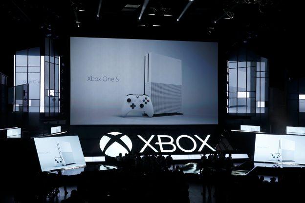 達志影像不得重複使用!!! Microsoft displays its Xbox One S console at the Xbox E3 2016 media briefing in Los Angeles, California, U.S., June 13, 2016. REUTERS/Lucy Nicholson - RTX2G1AP
