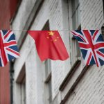 達志影像不得重複使用!!! FILE PHOTO - Chinese and British flags fly in London's Chinatown, Britain October 19, 2015. REUTERS/Suzanne Plunkett/File Photo - RTX2I3SF