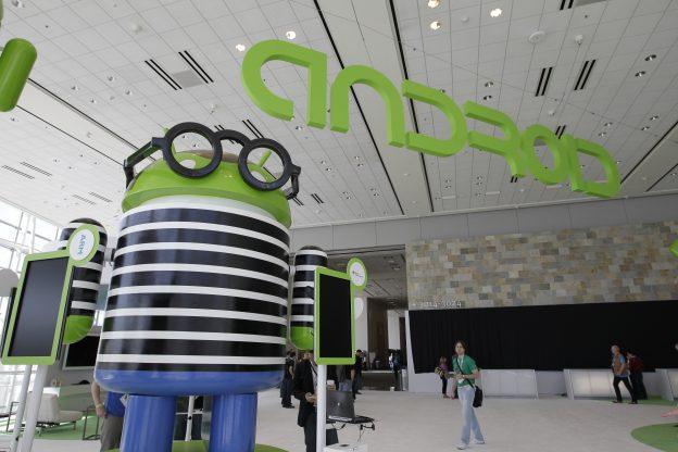 下載自美聯社 Android at the Google I/O conference in San Francisco, Wednesday, June 27, 2012.  (AP Photo/Paul Sakuma)