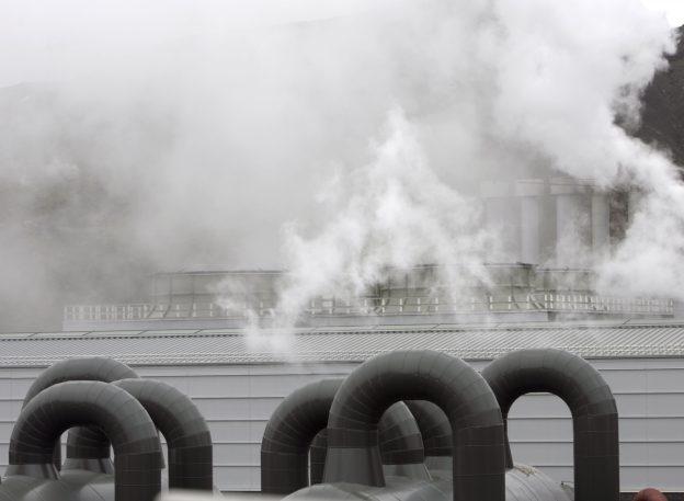 下載自路透 View of the Hellisheidi geothermal power station, about 34 km (21 miles) from capital Reykjavik, June 1, 2008. This latest power station currently produces 125 MW of electrical energy, which will increase in the future. Climate change, stoked by human use of fossil fuels, has focused attention on Iceland's energy innovations and created demand for its ideas and expertise in fields such as geothermal energy and fuel technology. REUTERS/Ints Kalnins (ICELAND) - RTX6EUR