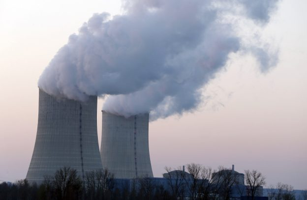 下載自路透 View of the cooling towers at the Golfech nuclear power plant on the border of the Garonne River between Agen and Toulouse, southwestern France, March 22, 2016. REUTERS/Regis Duvignau - RTSBWL3