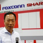 下載自路透 Terry Gou, chairman of Hon Hai Precision Industry, better known as Foxconn, speaks at a Sharp showroom in New Taipei City, Taiwan June 22, 2016. REUTERS/Tyrone Siu - RTX2HIJ2