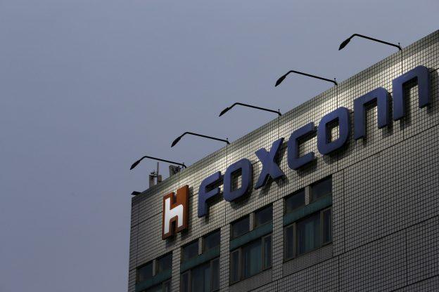 下載自路透 The logo of Foxconn, the trading name of Hon Hai Precision Industry, is seen on top of the company's headquarters in New Taipei City, Taiwan March 29, 2016. REUTERS/Tyrone Siu/File Photo     TPX IMAGES OF THE DAY      - RTX2HIRH