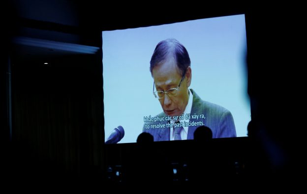 下載自路透 A setup video clip shows Formosa Ha Tinh Steel president Chen Yuan-cheng offering apology to Vietnamese Government and people at a press conference on the recent situation of fish deaths in Vietnam's central province, in Hanoi, Vietnam June 30, 2016. REUTERS/Kham     TPX IMAGES OF THE DAY      - RTX2J0GI
