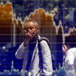 圖片來源:《達志影像》 圖片取自路透社 A man is reflected in an electronic board showing the graph of the recent fluctuations of the Tokyo Stock Price Index (TOPIX) outside a brokerage in Tokyo, Japan, June 27, 2016.  REUTERS/Toru Hanai - RTX2IDUY