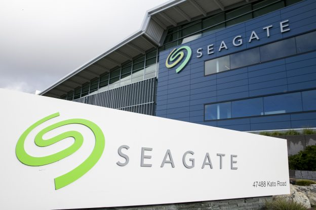 下載自美聯社 A logo sign outside of a facility occupied by Seagate Technology in Fremont, California on January 23, 2016. Photo by Kristoffer Tripplaar *** Please Use Credit from Credit Field ***