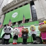 下載自美聯社 Line characters pose for photos before the company's IPO at the New York Stock Exchange, Thursday, July 14, 2016. (AP Photo/Richard Drew)