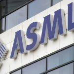 下載自路透 ASML's logo is seen on the day of the presentation of the 2011 fourth quarter and annual results in Veldhoven January 18, 2012. Increased demand for smartphones and tablet computers like iPads is driving strong sales at ASML, the world's biggest chip equipment maker said on Wednesday. REUTERS/Robin van Lonkhuijsen/United Photos (NETHERLANDS - Tags: SCIENCE TECHNOLOGY BUSINESS LOGO) - RTR2WGEC