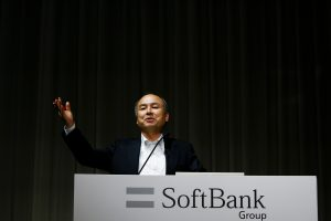 下載自路透 Masayoshi Son, SoftBank's chairman and chief executive officer, speaks during a news conference in Tokyo, Japan, May 10, 2016. REUTERS/Thomas Peter - RTX2DLJT