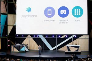 下載自路透 Clay Bavor, vice president of virtual reality at Google, introduces Daydream during the Google I/O 2016 developers conference in Mountain View, California May 18, 2016. REUTERS/Stephen Lam