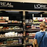 下載自路透 A woman stands in front of a sales display counter of French cosmetics group L'Oreal at a department store in Paris April 20, 2015. L'Oreal posted a 14.1 percent rise in first-quarter sales on Monday, helped by the weak euro and resilient demand for luxury goods products such as Yves Saint Laurent's Black Opium perfume.   REUTERS/Charles Platiau - RTX19JEY