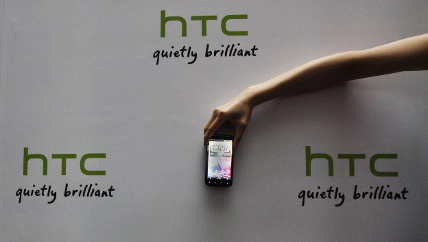 下載自路透 A new HTC Android-based smartphone Sensation is displayed during a news conference for the launch of the product in Taipei May 27, 2011. The mobile phone which was launched on Friday, features a 4.3 inch display screen and is priced at NT20,900 or ($725). REUTERS/Pichi Chuang (TAIWAN - Tags: SCI TECH BUSINESS) - RTR2MYH6
