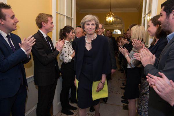 下載自路透 Staff applaud as Britain