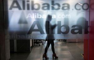 下載自路透 An employee is seen behind a glass wall with the logo of Alibaba at the company's headquarters on the outskirts of Hangzhou, Zhejiang province, April 23, 2014.  REUTERS/Chance Chan/File Photo       TPX IMAGES OF THE DAY      - RTX2G2SS