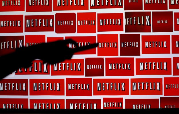 下載自路透 The Netflix logo is shown in this illustration photograph in Encinitas, California October 14, 2014.   REUTERS/Mike Blake/File Photo - RTSIJL1