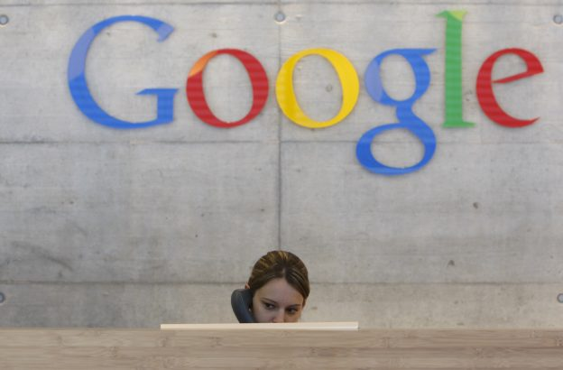 圖片來源:《達志影像》 圖片取自路透社 An employee answers phone calls at the switchboard of the Google office in Zurich August 18, 2009.   REUTERS/Christian Hartmann  (SWITZERLAND BUSINESS SCI TECH) - RTR26U9S