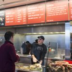 下載自美聯社 FILE - In this Dec. 15, 2015 file photo, a Chipotle Mexican Grill employee, right, prepares a burrito for a customer in Seattle. An E. Coli outbreak that sickened nearly 50 people resulted in the temporary closure of Chipotle restaurants in Washington and Oregon. The story was a top news item in Washington state in 2015. (AP Photo/Stephen Brashear, File)