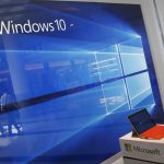 下載自路透 A display for the Windows 10 operating system is seen in a store window at the Microsoft store at Roosevelt Field in Garden City, New York July 29, 2015. Microsoft Corp's launch of its first new operating system in almost three years, designed to work across laptops, desktop and smartphones, won mostly positive reviews for its user-friendly and feature-packed interface.REUTERS/Shannon Stapleton - RTX1MBUR