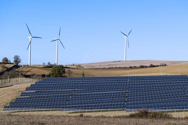 下載自路透 General view shows wind turbines behind rows of solar panels in Avignonet-Lauragais, in the Midi-Pyrenees region, France, October 30, 2015. The mixed site produces electricity from a wind farm of twelve turbines and 20,320 solar panels. France is host to the COP21, the World Climate Summit from November 30 to December 11, 2015. Picture taken October 30, 2015.   REUTERS/Fred Lancelot - RTX1UOVI