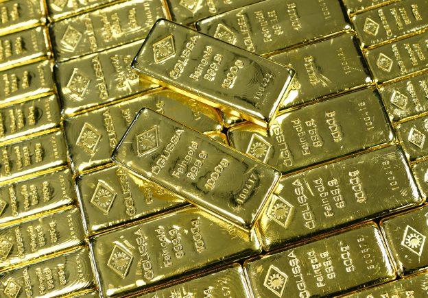 下載自路透 Gold bars are seen at the Austrian Gold and Silver Separating Plant 'Oegussa' in Vienna, Austria, March 18, 2016.   REUTERS/Leonhard Foeger - RTSBMIB