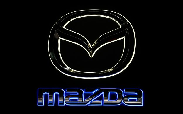 下載自路透 The Mazda logo is shown as the new Mazda CX-9 is introduced during the Los Angeles Auto Show in Los Angeles, California November 18, 2015. REUTERS/Mike Blake  - RTS7UF6