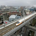 下載自路透 A Shinkansen-style high-speed bullet train pass through the city in Taoyuan, Taiwan January 4, 2007.  A high-speed rail line in Taiwan could provide some cities along its route with a ride to riches as they become less pricey alternatives to Taipei and Kaohsiung. Friday's launch of the rail -- the world's first outside Japan based on bullet train technology -- will cut travel time between Taiwan's top two cities, Taipei in the north and Kaohsiung in the south, to about 90 minutes from up to five hours on the conventional rail service. REUTERS/Richard Chung (TAIWAN) - RTR1KVFD