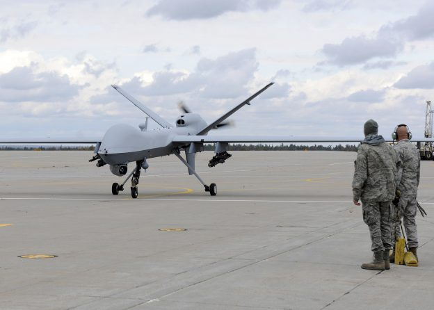下載自路透 A U.S. Air Force MQ-9 Reaper unmanned aerial vehicle assigned to the 174th Fighter Wing prepares to take off from Wheeler-Sack Army Airfield at Fort Drum, N.Y. in this October 18, 2011 USAF handout photo obtained by Reuters February 6, 2013.    REUTERS/U.S. Air Force/Staff Sgt. Ricky Best/Handout     (UNITED STATES - Tags: MILITARY POLITICS) THIS IMAGE HAS BEEN SUPPLIED BY A THIRD PARTY. IT IS DISTRIBUTED, EXACTLY AS RECEIVED BY REUTERS, AS A SERVICE TO CLIENTS. FOR EDITORIAL USE ONLY. NOT FOR SALE FOR MARKETING OR ADVERTISING CAMPAIGNS - RTR3DF6V