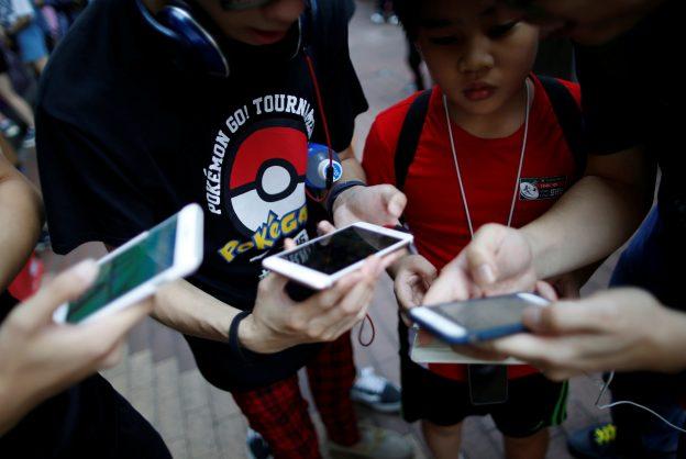 """下載自路透 Participants take part in the world's first """"Pokemon Go"""" competition in Hong Kong, China, August 6, 2016. REUTERS/Tyrone Siu - RTSLDA0"""