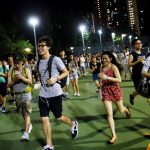 "下載自路透 People run as they play the augmented reality mobile game ""Pokemon Go"" in Hong Kong, China August 6, 2016. Picture taken on August 6, 2016. REUTERS/Tyrone Siu - RTSLVB6"