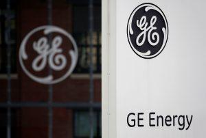 """下載自路透 The logo of U.S. conglomerate General Electric is pictured at the company's site in Belfort, April 27, 2014.  REUTERS/Vincent Kessler/File Photo    GLOBAL BUSINESS WEEK AHEAD PACKAGE - SEARCH """"BUSINESS WEEK AHEAD JULY 18"""" FOR ALL IMAGES - RTSIG1G"""