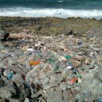 塑膠不再是只能囤積的垃圾?科學家成功將聚乙烯分解成燃料