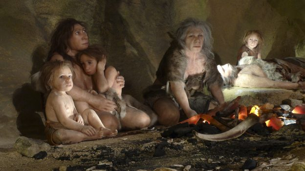 下載自路透 An exhibit shows the life of a neanderthal family in a cave in the new Neanderthal Museum in the northern town of Krapina February 25, 2010. The high-tech, multimedia museum, with exhibitions depicting the evolution from 'Big Bang' to present day, opens on February 27. REUTERS/Nikola Solic (CROATIA - Tags: SOCIETY) BEST QUALITY AVAILABLE - RTR49HAY
