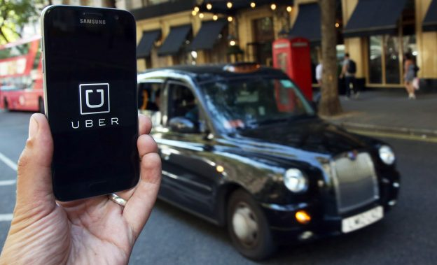 下載自路透 A photo illustration shows the Uber app logo displayed on a mobile telephone, as it is held up for a posed photograph in central London, Britain August 17, 2016.    REUTERS/Neil Hall/Illustration  - RTX2LJHT