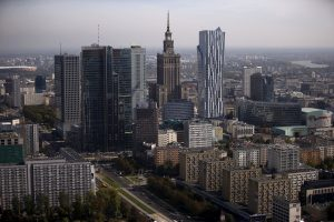 下載自路透 A general view of the cityscape, with Palace of Culture, is pictured from the construction site of a new skyscraper in Warsaw, Poland October 2, 2015. REUTERS/Kacper Pempel - RTS58ZE