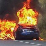 試駕 Model S 竟整車著火燒毀,Tesla 安全性再遭質疑