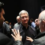 下載自路透 Apple Inc. CEO Tim Cook talks to members of the media during an Apple event in San Francisco, California October 22, 2013.    REUTERS/Robert Galbraith (UNITED STATES  - Tags: BUSINESS SCIENCE TECHNOLOGY BUSINESS TELECOMS)   - RTX14K5I
