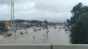 下載自路透 Floodwaters are seen on Range Road and I-12 in Denham Springs, Livingston Parish, Louisiana, U.S., August 13, 2016.  Louisiana Department of Transportation and Development/Handout via REUTERS  ATTENTION EDITORS - THIS IMAGE WAS PROVIDED BY A THIRD PARTY. EDITORIAL USE ONLY - RTX2KLZE