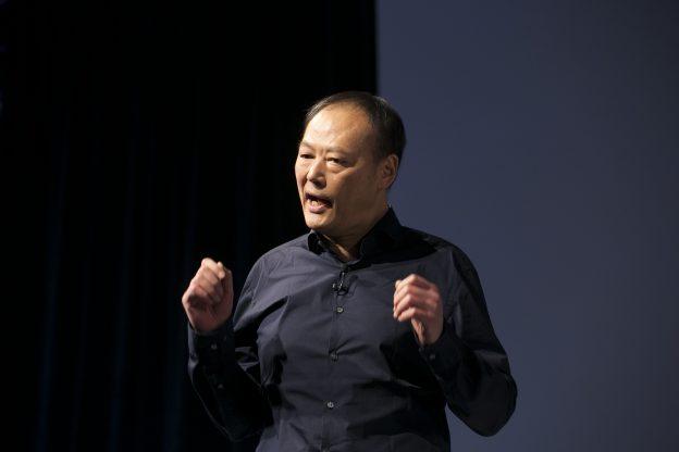 下載自美聯社 Peter Chou, CEO of HTC, introduces the new HTC One M8, Tuesday, March 25, 2014 in New York. (AP Photo/Mark Lennihan)