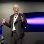 (圖片來源:AP/達志影像;不得轉載重覆使用) Inventor James Dyson launches the Dyson DC41 Ball vacuum and the Dyson Hot heater fan on Wednesday, September, 14, 2011 in New York, NY. Both machines are available in retail stores nationwide this week. Rob Bennett/AP Images for Dyson