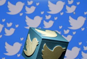 下載自路透 A 3D-printed logo for Twitter is seen in this picture illustration made in Zenica, Bosnia and Herzegovina on January 26, 2016.  REUTERS/Dado Ruvic/Illustration/File Photo - RTSJQS1