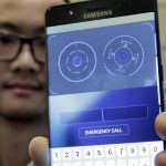 下載自美聯社 FILE - In this July 28, 2016, file photo, Jonathan Wong of Samsung's Knox Product Marketing, shows the iris scanner feature of the Galaxy Note 7, in New York. Each year, phones get faster processors, better cameras and longer battery life. Improvements are so common that it's rare for phone launches to generate excitement anymore, especially for Android, when all models have the same underlying Google software. Samsung is hoping to stand out and encourage upgrades by giving its new Galaxy Note 7 phone an iris scanner and security features. (AP Photo/Richard Drew, File)