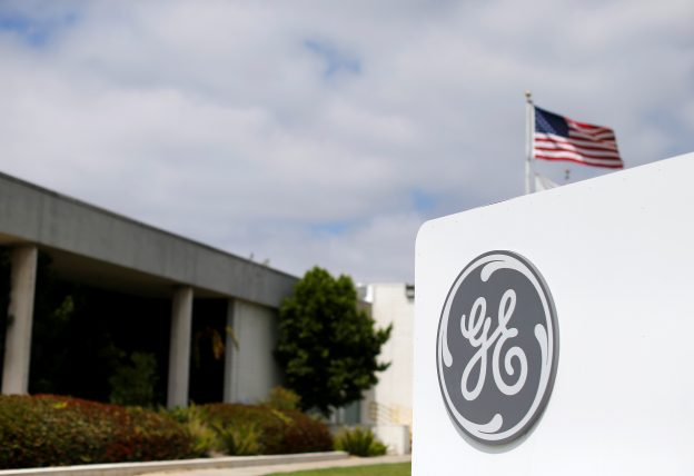 下載自路透 The logo of Dow Jones Industrial Average stock market index listed company General Electric is shown at their subsidiary company GE Aviation in Santa Ana, California April 13, 2016.  REUTERS/Mike Blake  - RTX2E4CA