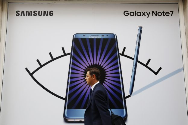 A man walks past an advert for the Samsung Galaxy Note 7 in London, Britain, September 2, 2016.  REUTERS/Luke MacGregor   - RTX2NVEE