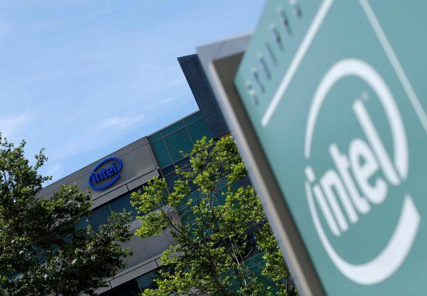 下載自路透 The logo of Dow Jones Industrial Average stock market index listed company Intel is shown on one of their office buildings in San Diego, California April 21, 2016.  REUTERS/Mike Blake  - RTX2E4DV
