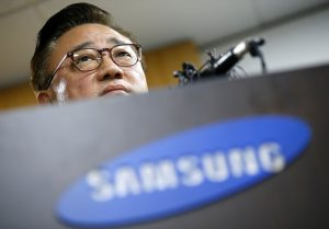 Koh Dong-jin, president of Samsung Electronics' Mobile Communications Business, speaks during a news conference in Seoul, South Korea, September 2, 2016.   REUTERS/Kim Hong-Ji     TPX IMAGES OF THE DAY      - RTX2NV08