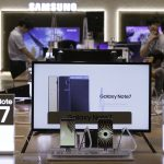 下載自美聯社 Samsung Electronics Galaxy Note 7 smartphones are displayed at the company's showroom in Seoul, South Korea, Friday, Sept. 2, 2016. Samsung Electronics recalled all of its Galaxy Note 7 smartphones on Friday after its investigation found batteries of some of the flagship gadgets caused the phone to explode or to catch fire. (AP Photo/Ahn Young-joon)