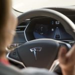 下載自路透 The Tesla Model S version 7.0 software update containing Autopilot features are demonstrated during a Tesla event in Palo Alto, California October 14, 2015. REUTERS/Beck Diefenbach - RTS4HY7