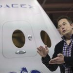 下載自路透 SpaceX CEO Elon Musk speaks after unveiling the Dragon V2 spacecraft in Hawthorne, California May 29, 2014. Space Exploration Technologies announced April 27, 2016, it will send uncrewed Dragon spacecraft to Mars as early as 2018, a first step in company founder Elon Musk's goal to fly people to another planet. REUTERS/Mario Anzuoni/File Photo      TPX IMAGES OF THE DAY      - RTX2BYNX