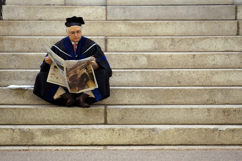 下載自路透 Thomas Michel, a professor at Harvard Medical School, waits for the start of the 360th Commencement Exercises at Harvard University in Cambridge, Massachusetts May 26, 2011. REUTERS/Brian Snyder (UNITED STATES - Tags: EDUCATION HEALTH) - RTR2MXYE